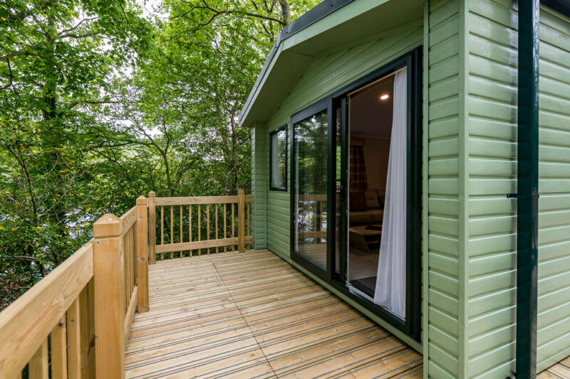 3-bed-hire-caravan-holiday-home-decking