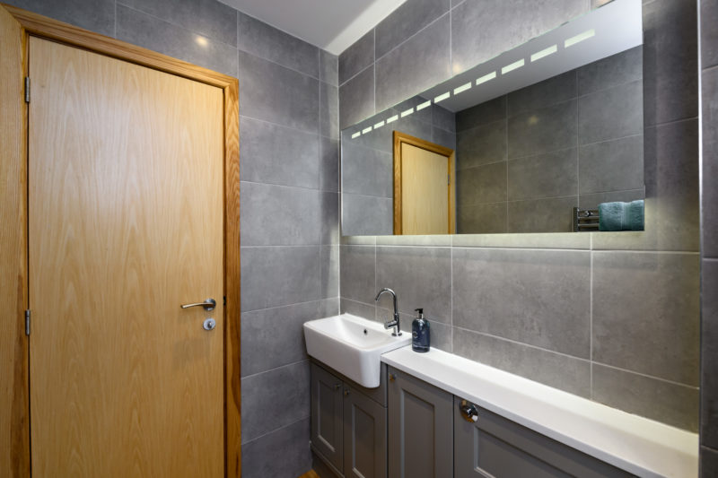 Park Cliffe Self Catering Cottage Bathroom